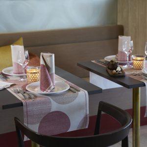 Tete-a-Tete Tischläufer m. Motiv 40 cm breit